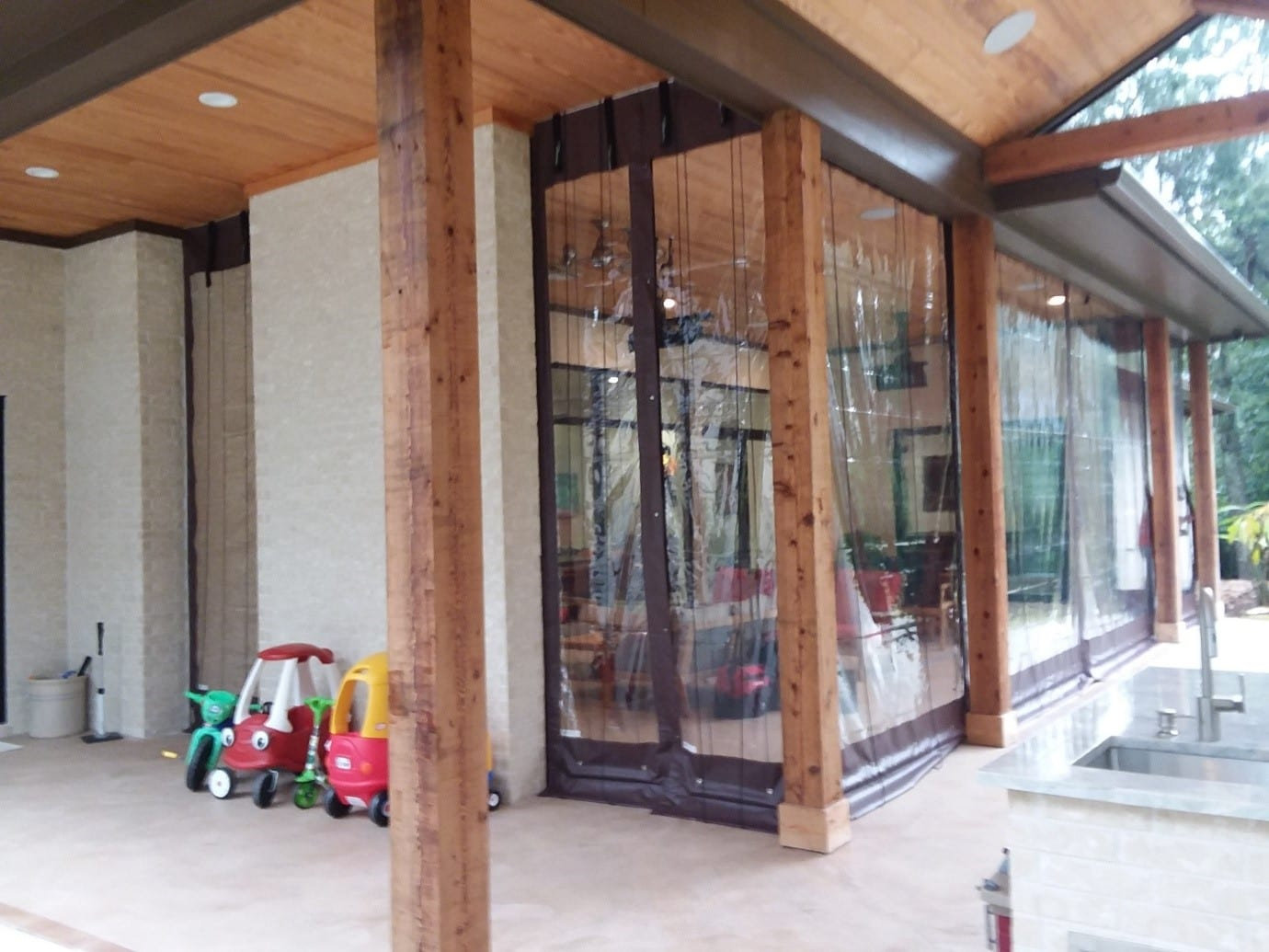 Williamsburg Restaurant Clear Plastic Outdoor Enclosure